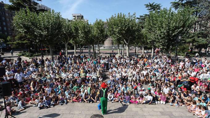 Actuación de magia en el Espolón Logroño La Rioja